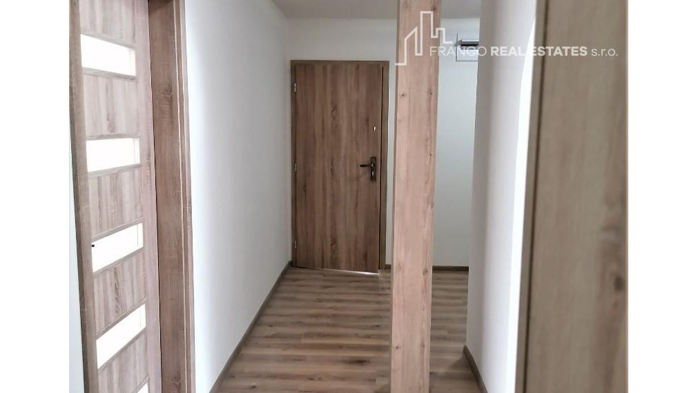 2 izbový byt v CENTRE mesta Nová Baňa (77,24m2) - REZERVOVANÝ