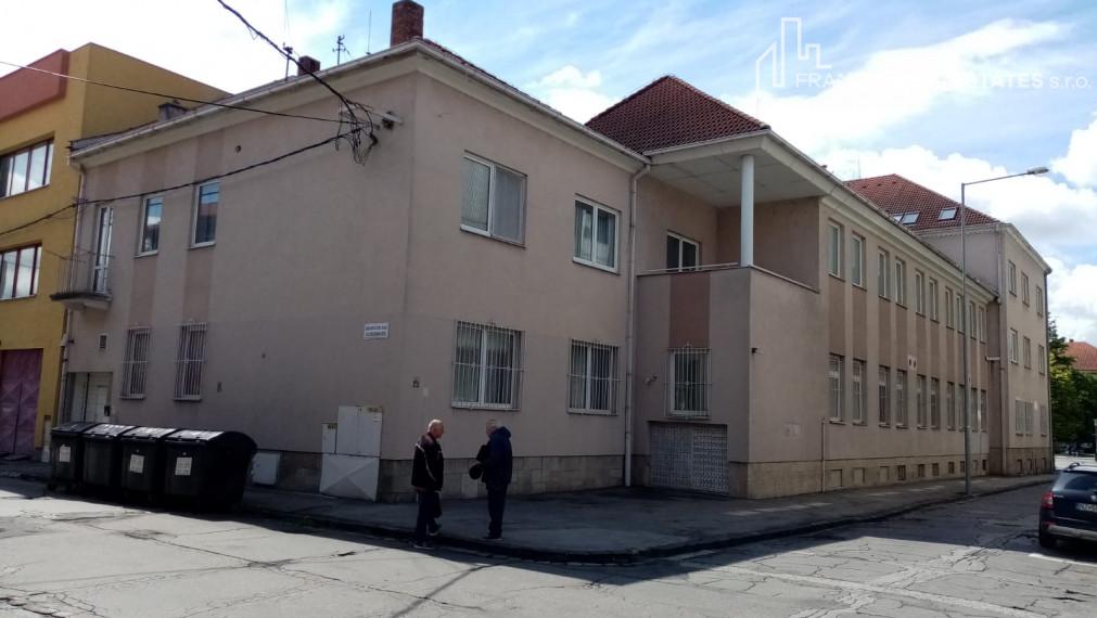 EXKLUZIVNE 3 - izbový byt v Nových Zámkoch na predaj